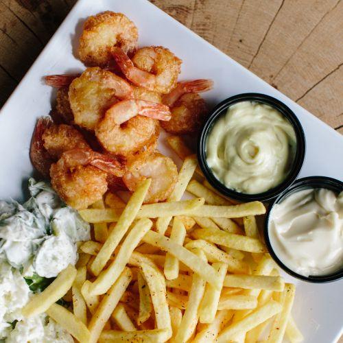 Gamba menu inclusief frites, salade en saus