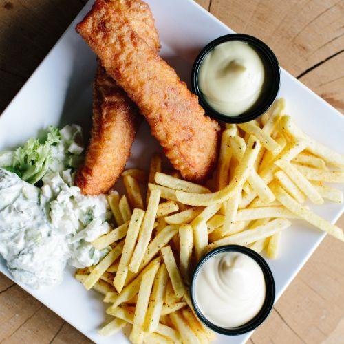 Zalm menu inclusief friet, salade en saus
